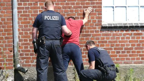wohnungen kreis pinneberg bundespolizei durchsucht wohnungen im kreis pinneberg