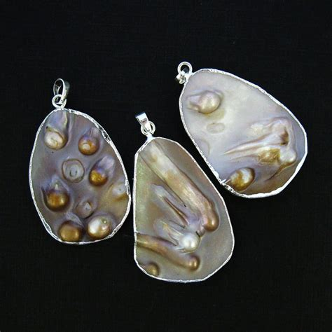 of pearl necklace of pearl organic