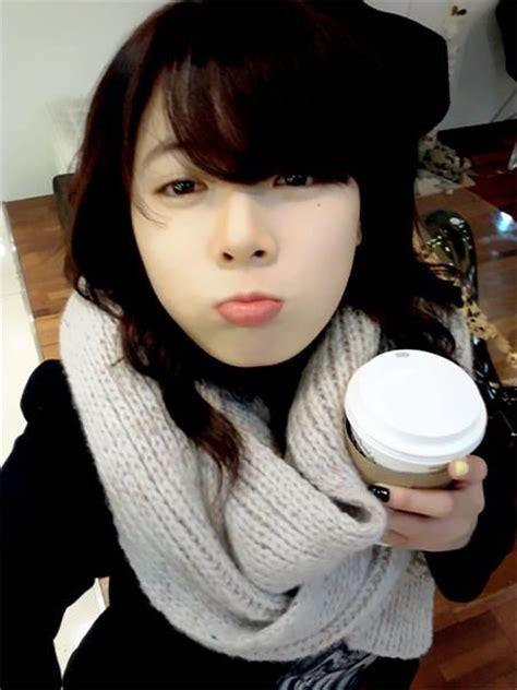 take a look at 4minute s hyuna s hipster fashion in hyuna cute selca