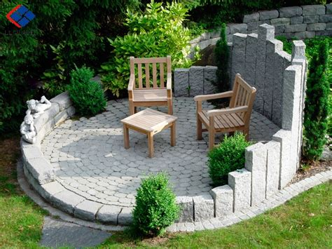 sloped backyard patio ideas for top of garden bedposts into ground to retain top of