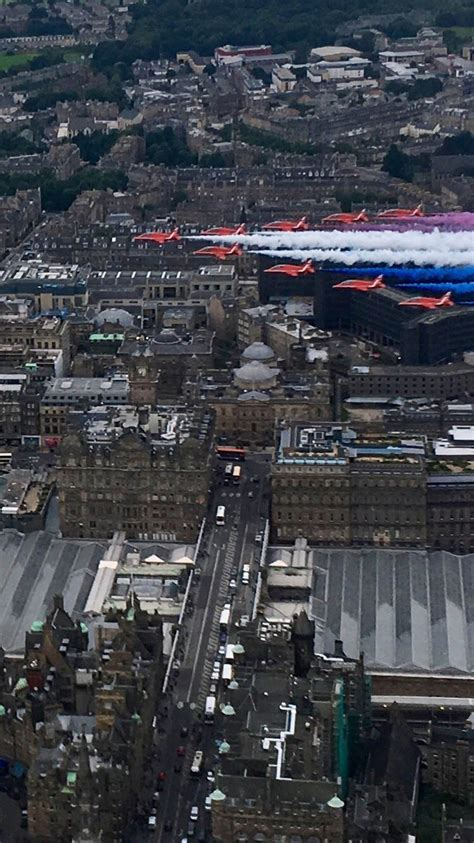 edinburgh tattoo fly past schedule scot photographer s perfectly timed wedding photo captures