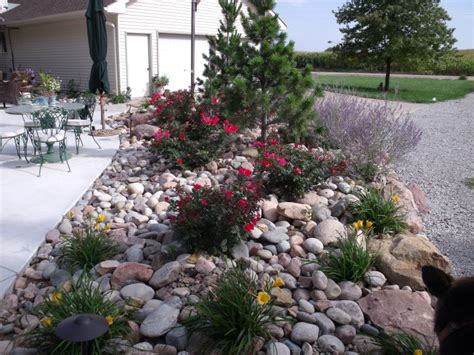 River Rock Garden Ideas And Artistic Garden With River Rock Garden Ideas βραχοκηποι Pinterest Garden Ideas
