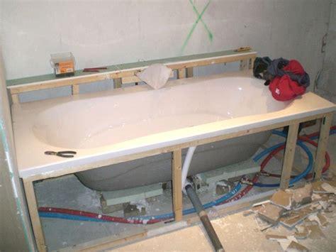 installation baignoire fixer une baignoire great comment installer une baignoire