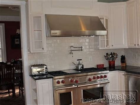 white shiny backsplash kitchen