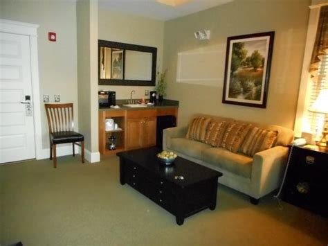 Kitchen Kettle Inn Rm 902 1st Flr Living Area W Stairs To Upstairs Bed And