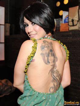 model tato angka romawi 10 selebritis indonesia yang cantik yang ber tatoo