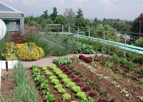 nel giardino come realizzare orto in giardino schiavi