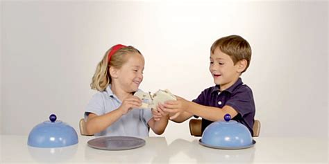 imagenes de niños jugando y compartiendo los m 225 s peque 241 os saben compartir cuentamealgobueno