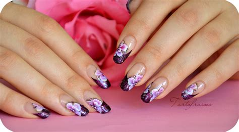 Nail Art One Stroke Japonisant Sur French Manucure