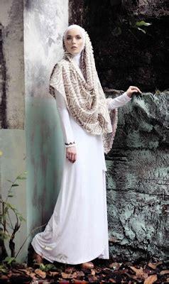 Hoodie Bangsa Indonesia 1 pintar pakai jilbab busana muslim nuansa khas eropa timur