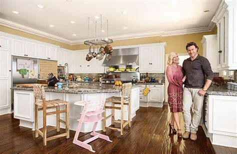 tori spelling home decor tori dean show off their kitchen extratv com