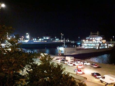 porto di messina traghetti traffico in tilt a reggio villa e messina traghetti