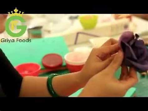youtube membuat fondant membuat bunga fondant untuk hiasan wedding cake youtube