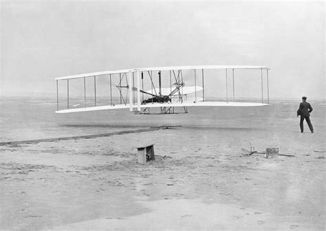 file the wright brothers powered flight hu98267 jpg wikimedia commons