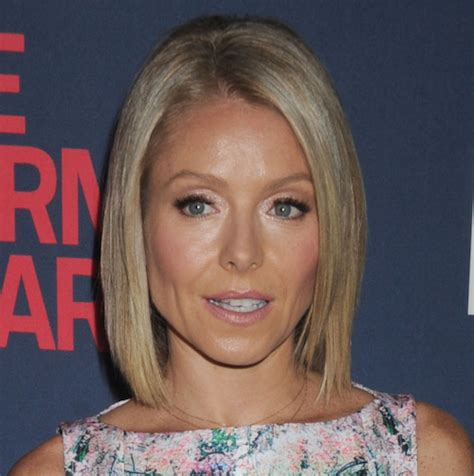 why does kelly ripa have so many hair styles makemeheal com celebrity plastic surgery news gossip