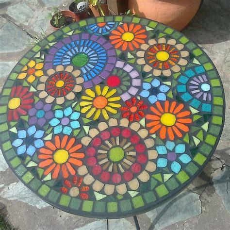imagenes de mandalas en vitrofusion las 25 mejores ideas sobre mesas en mosaico en pinterest