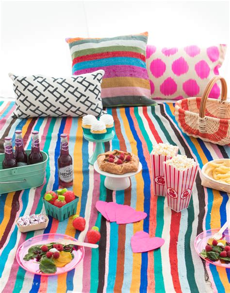 Indoor Picknick by Colorful Indoor Picnic