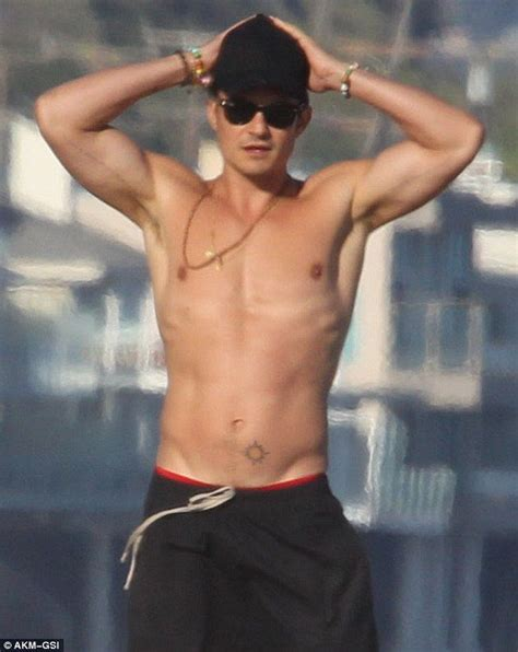 orlando bloom shows orlando bloom shows off fit physique while shirtless on