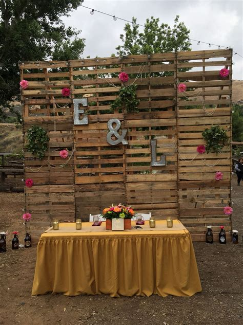 Main table pallet wall back drop #wedding #diy   country