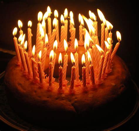 torta con candele al tamburo riparato auguri amico