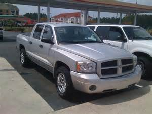 madak06 2006 dodge dakota cabslt 4d 5 1 2 ft