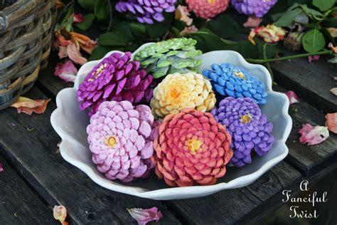 fiori decorativi utilizzare le pigne per creare fiori decorativi fai da te