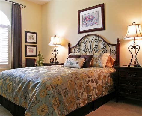 How To Decorate Guest Bedroom 35 Photos Ward Log Homes Decorative Ideas For Bedroom
