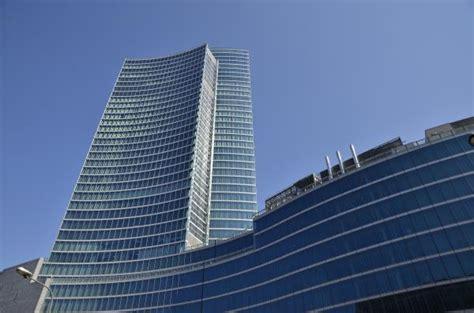 nuova sede regione lombardia 650 tende vestono il grattacielo pi 249 alto d italia