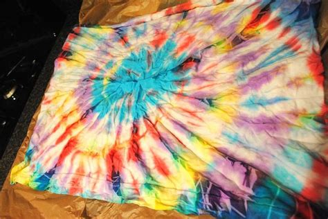 acrylic paint tie dye 1000 images about batik on acrylics