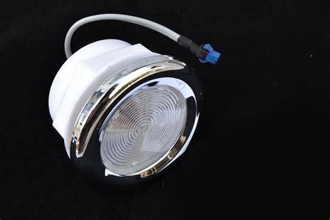 luce doccia led sctrisce led luce led doccia value value4 leroy