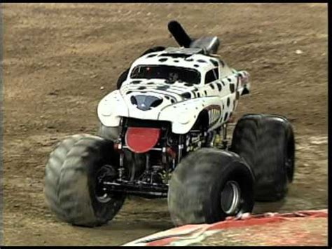 monster mutt truck videos monster jam monster mutt dalmatian monster truck invades