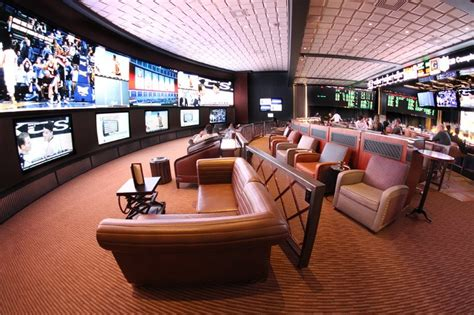 Cosmopolitan Las Vegas Chandelier Bar Clique Lounge And Race Amp Sports Book At Cosmopolitan
