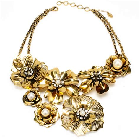 classic and clement necklace design for