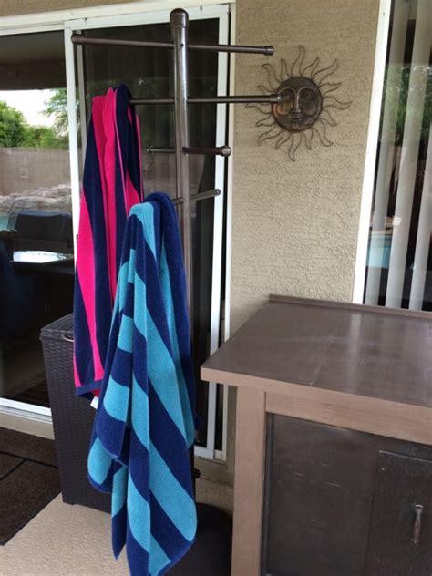 Pool Side Towel Rack by Easy Diy Pvc Poolside Towel Rack Stuffandymakes