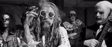 dreadlocks on tracks in dallas rob zombie plays white zombie s quot electric head pt 2 the
