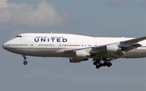 united airlines american airlines united becomes first american airline company to offer