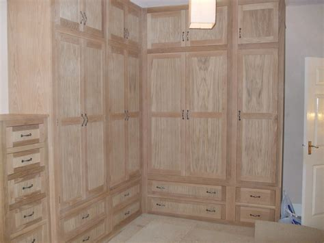 L shaped fitted oak wardrobe Gallery.   Thorne Woodworking