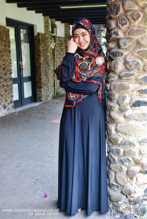 Segiempat Motif Flowk gaya berhijab ala okky setiana dewi tutorial pashmina by