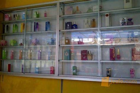 Etalase Kayu Bekas etalase bekas toko parfum balaraja jualo