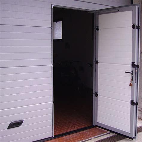 porta portone portone garage in alluminio dettaglio porta infissi