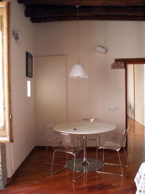 soggiorno con tavolo da pranzo foto angolo soggiorno con tavolo da pranzo tondo di