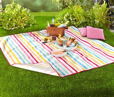 tchibo decke picknickdecke wei 223 mit bunten streifen bei tchibo