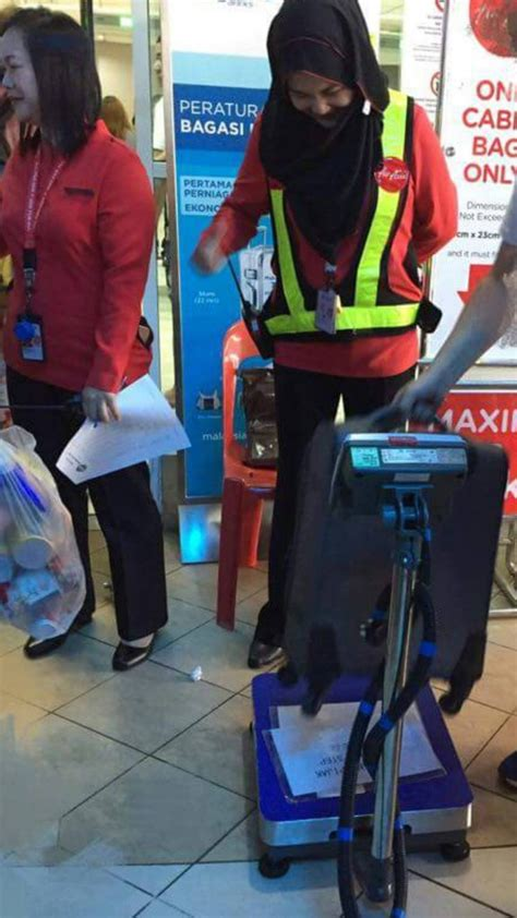 airasia cabin baggage airasia strictly enforces a 7kg weight limit on carry on
