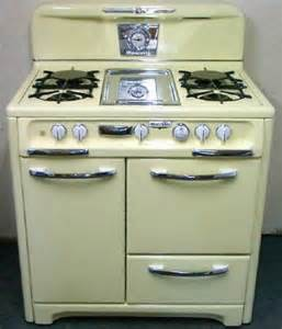retro kitchen appliances 25 best ideas about vintage stoves on pinterest retro kitchen appliances vintage stove and
