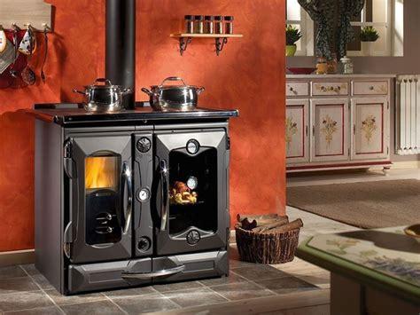 stufa a legna con forno e piano cottura vantaggi stufe in ghisa le stufe vantaggi stufe in