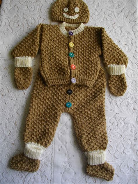 knitted gingerbread free pattern dolliebabies