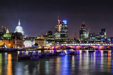 thames river cruise christmas party thames christmas disco cruise london town pinterest