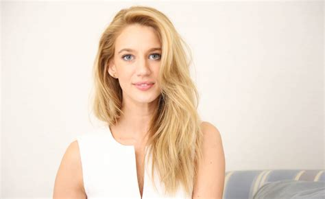 Yael Grobglas, Jane The Virgin, Interview 2015