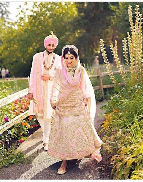 20 best Traditional Indian couple wedding dresses