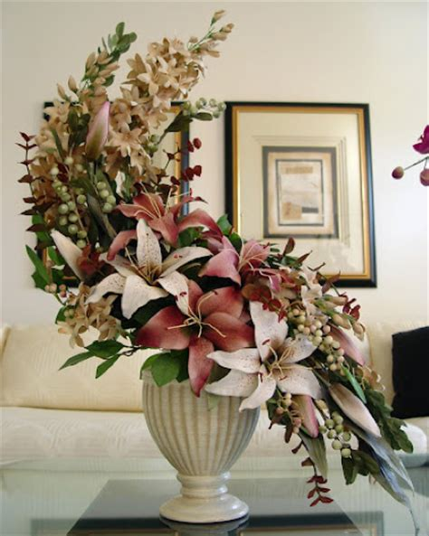Homedesign by Hogarth Curve Arrangement Hannah S Floral Design